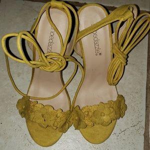 Shoe dazzle sandals